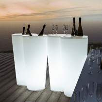 Plantenbak, wijnkoeler en tafel in één